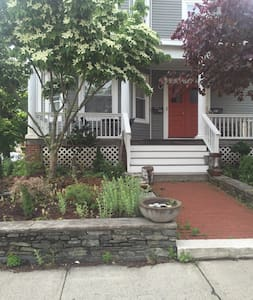 Private suite on Wayland Square - Providence - House