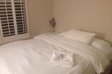 Super clean 1BD, share living room Private bath rm - Morton Grove - Wohnung