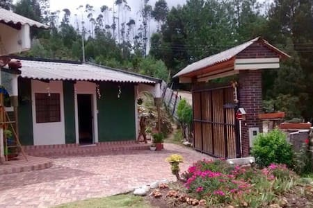 Habitación privada+Baño + campo - Haus