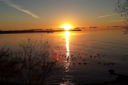 Sunrise B&B Cabin on the Lake - Bed & Breakfast