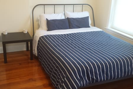 A quiet room in a simple and convenient location. - Norristown - Hus