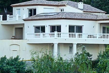 villa vue mer panoramique - Villa