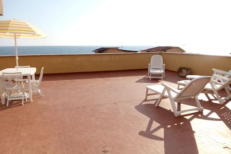 Penthouse with big Terrace on Sea - Ardea - Apartment