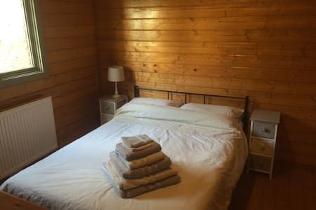 Beautiful Double Room with En-Suite shower - Cabin