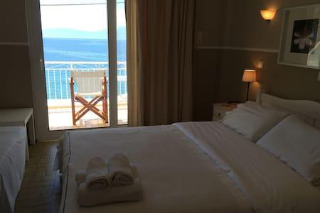 Paradisos b&b Sea view room 4 - Άγιοι Πάντες - Bed & Breakfast