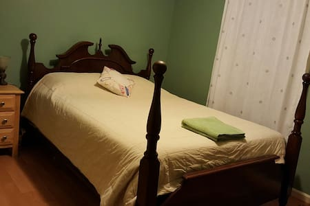 Classic Country Room Farm Stay - Fredericksburg - House