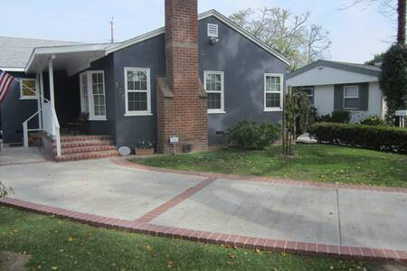 California Street and Verdugo near Hollywood Way. - Burbank - House