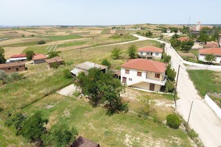 Μονοκατοικία με θέα πανοραμική στον Ερυθροπόταμο - Μάνη