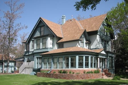 Luxury, high-end modernized Victorian charmer! - Haus
