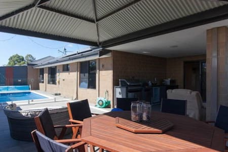 ModernPrivate KingBR nearby Airport - Forrestfield - Haus