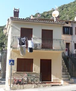 LA PLACE -14Kms CORTE- 30mn Balagne - Huis