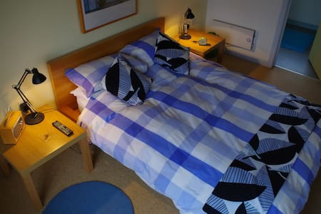 Bright modern, quiet, ensuite B&B. - Bed & Breakfast