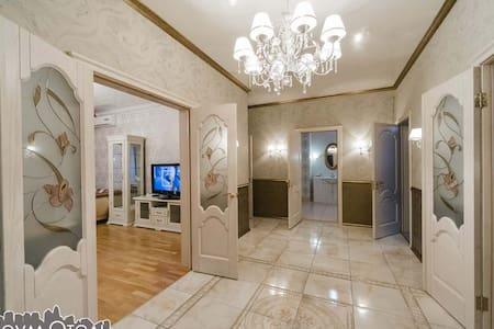 Четырехкомнатная квартира, Комсомольская 122 - Orenburg