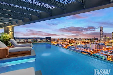 This is luxury living within 1KM from the CBD - South Brisbane