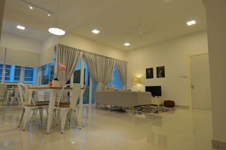 Auli Home Stay @ Ferringhi - Társasház