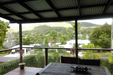 Spare double bedroom with views to Mt Cootha - Dom