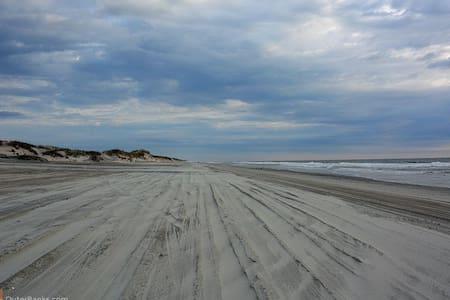 Beach home,sand roads,wild horses - House