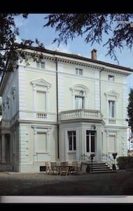 Elegante stanza in appartamento in Dimora Storica - Siena