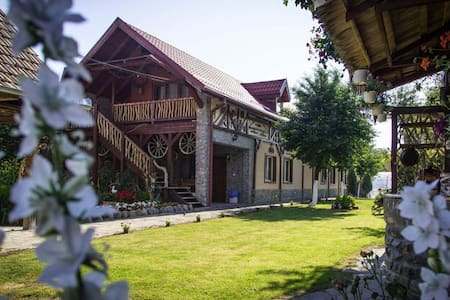 Beautiful Rustic Guesthouse with a Friendly Host - Cârțișoara - Ház