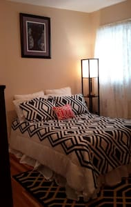 Bright cozy bedroom - Casa