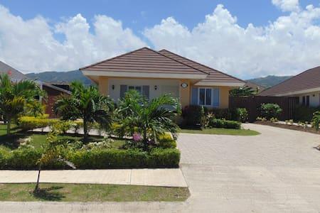 Solace Villa - Ház