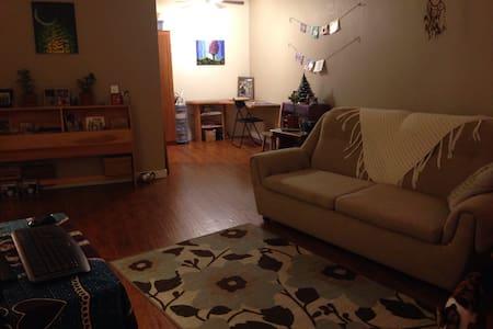 Cozy apartment, walk to downtown - Duncan  - Apartemen