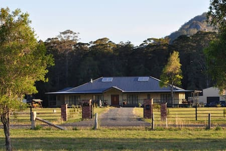 Myall Manor'd Bed and Breakfast - Bed & Breakfast