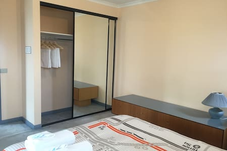 Queen bedroom in Springvale with free wifi - Springvale - Haus