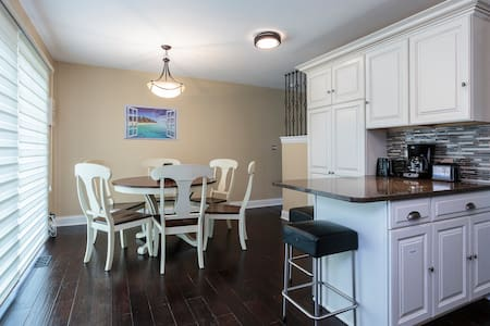 Beautifully Remodeled 3 BR Townhouse near Chicago - Wilmette - Lakás