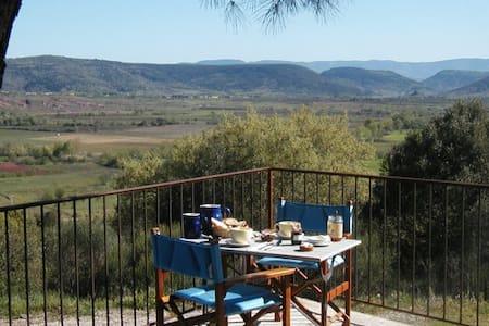 chambres et table d'hôtes de la vallée du Salagou - Salasc - Bed & Breakfast