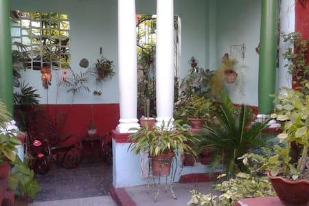 Hostal El Jardín - Santa Clara - Hus