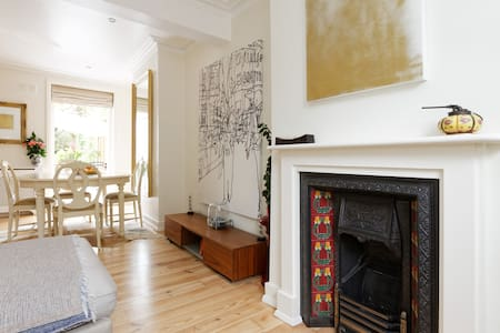 65 GBP ! A lovely 2 bed house next to river & park - London