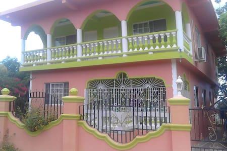 Bangaz - Dům