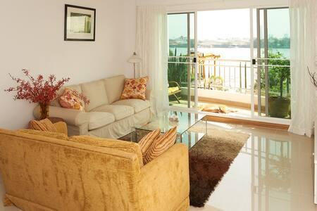 Stunning Riverfront Condo in BKK - Condominio