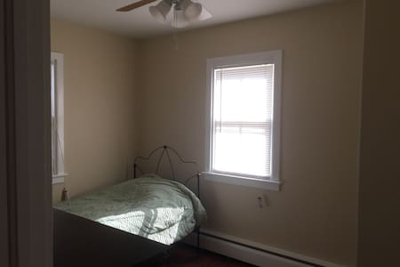 Private BR in cute house in town! - House