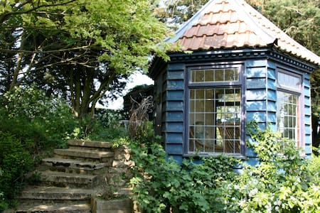 Double En-suite Room in Grade II Listed Barn - House