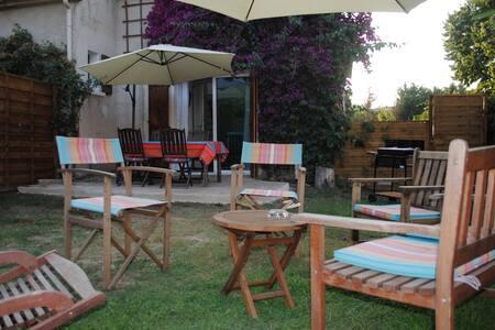 Très sympathique duplex avec jardin,calme ,parking - Huis