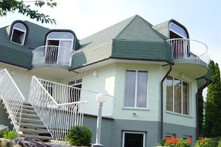 Balaton-piscine-tennis-golf-super ambiance - Casa