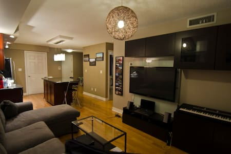 1BD + Parking in Entertainment District - Toronto - Wohnung