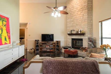 Private room in Austin near Airport