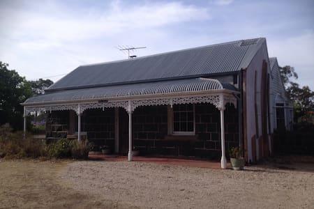 Bluestone Farmhouse And Yoga Studio - Haus
