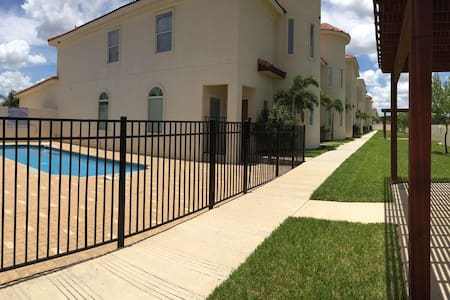 CONDOMINIUM WITH POOL, GREEN AREAS - McAllen - Appartement