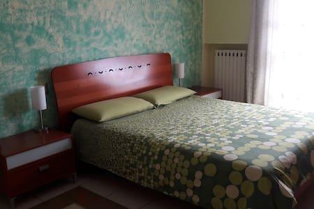 Ottima stanza  panoramica e soleggiata - Leilighet