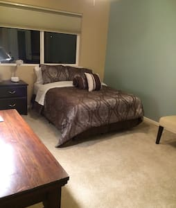 Corporate Female housing shared bathroom B&B - Denver - Maison