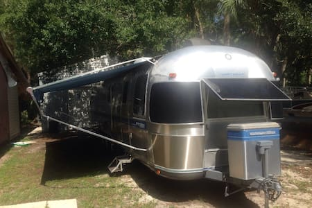 34' Airstream by Lake Travis, Mansfield Dam - Lakókocsi/lakóautó