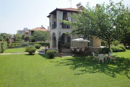 Maisonette-large yard -near to Olympus and the sea - Villa