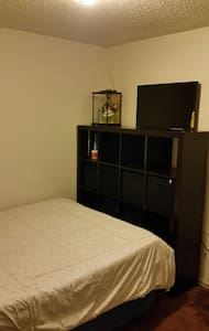 Cozy 1 queen bd with memory foam. - Inglewood - Wohnung
