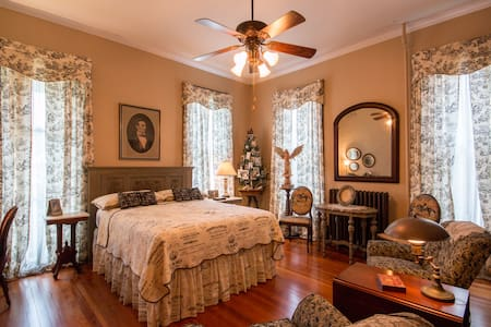Victorian 2 blocks from downtown Lincoln Bedroom - Dom