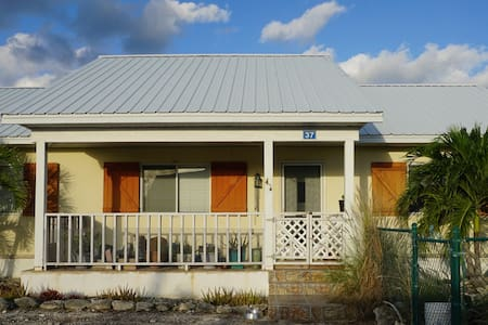 Double Room in Blue Hills - Providenciales - Casa