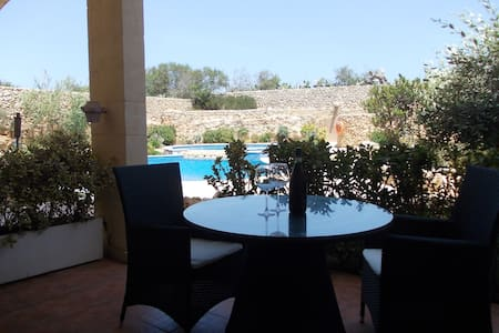 Two bedroom apartment with large communal pool - Byt